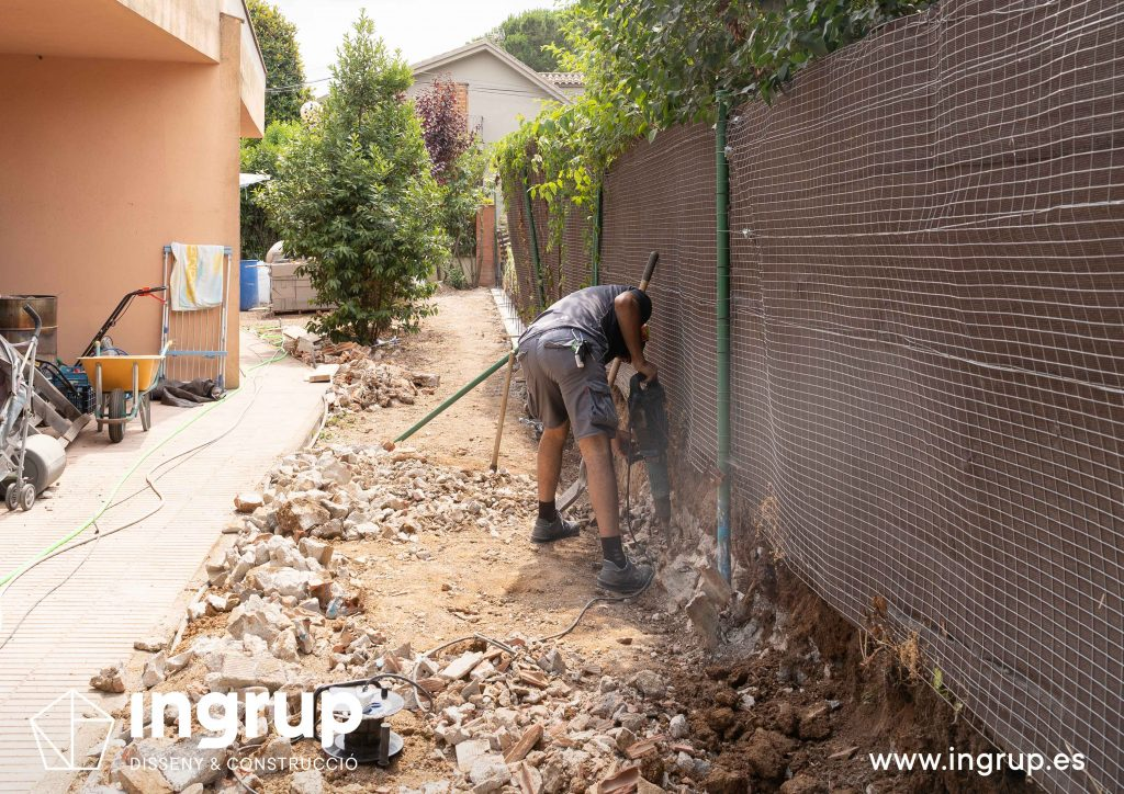 01 ciminetos operario construccion muro divisor vivienda particular obra reforma ingrup estudio diseno construccion retail granollers barcelona