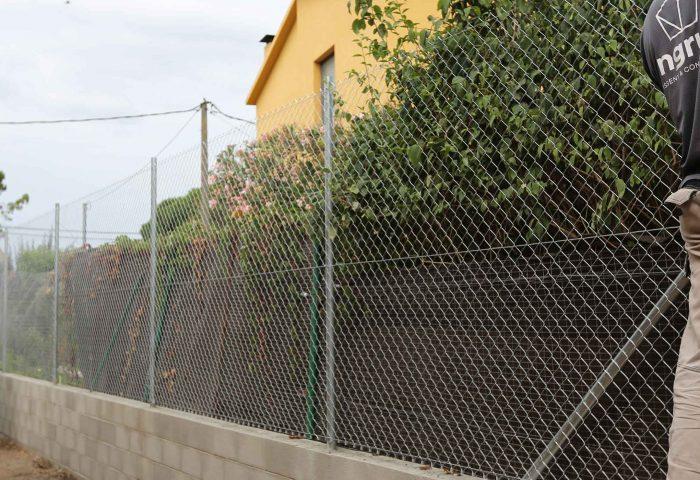 01 slider construcción muro divisor malla torsion operario vivienda particular ingrup estudio diseno construccion retail granollers barcelona