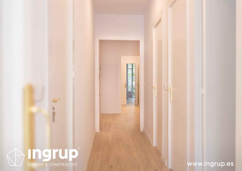 012 pasillo reforma integral piso barcelona rehabilitacion pintura parquet pavimento instalacion ingrup estudio diseno construccion retail granollers barcelona