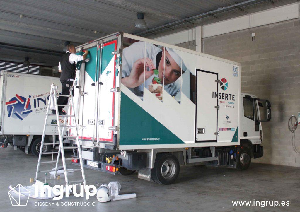 03 01 rotulacion flota vehiculos camiones inserte vinilo fabricacion instalacion propia ingrup estudio diseno construccion retail granollers barcelona