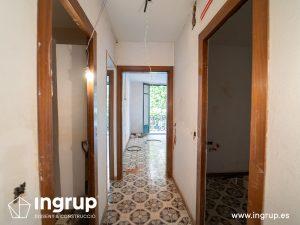 03 antes pasillo proceso obra reforma integral piso barcelona interiorismo ingrup estudio diseno construccion retail granollers barcelona
