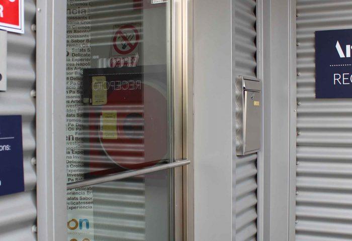 03 señaletica rotulacion retail nave industrial letras corporeas vinilo ingrup estudio diseno construccion granollers barcelona