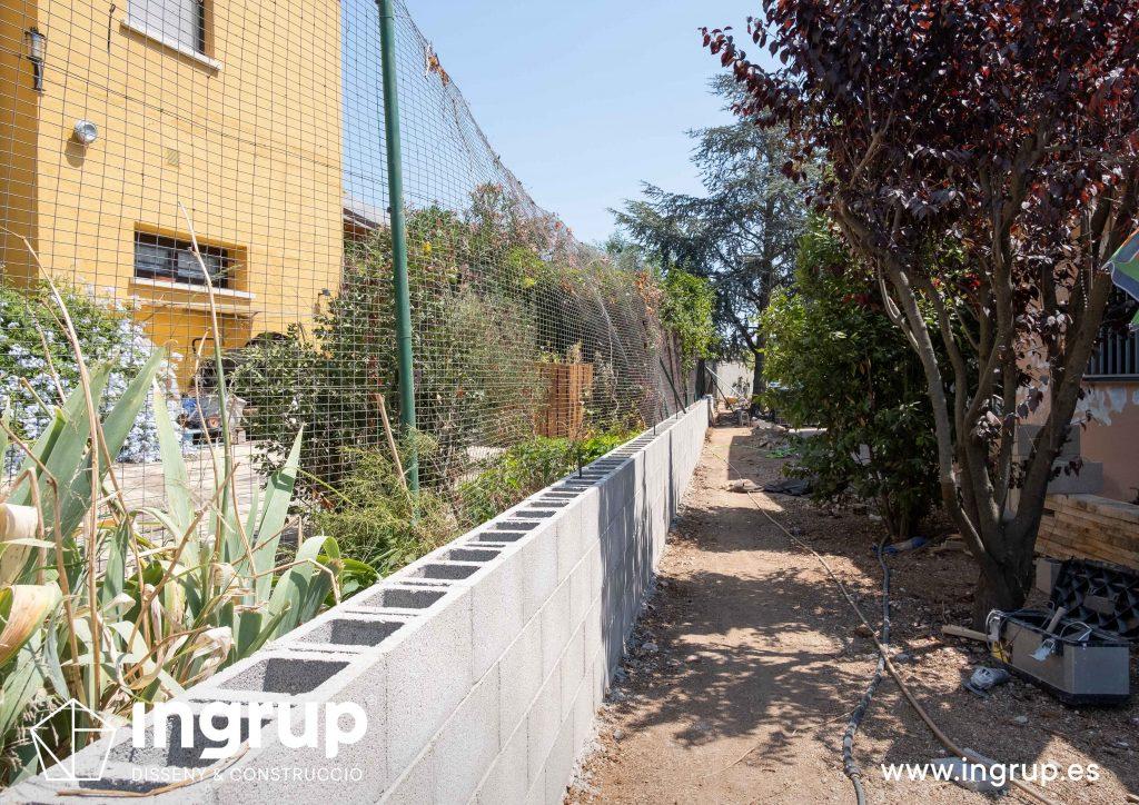 04 bloques construccion muro divisor vivienda particular obra reforma ingrup estudio diseno construccion retail granollers barcelona