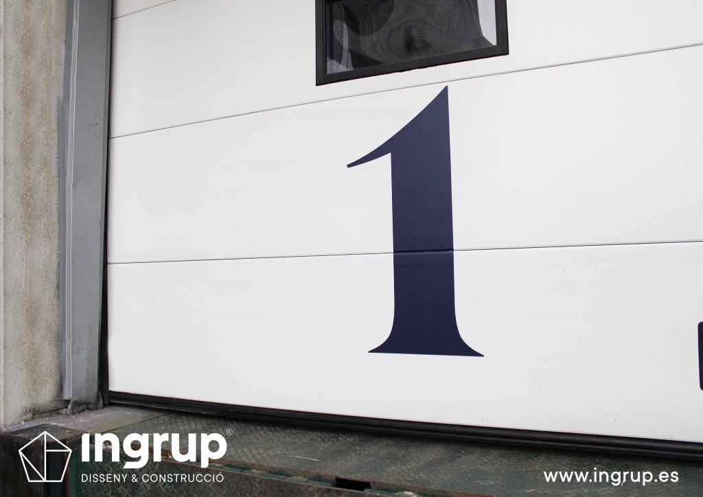 04 rotulacion integral nave industrial arcon señaletica detalle exterior vinilos fachada ingrup estudio diseno construccion retail granollers barcelona