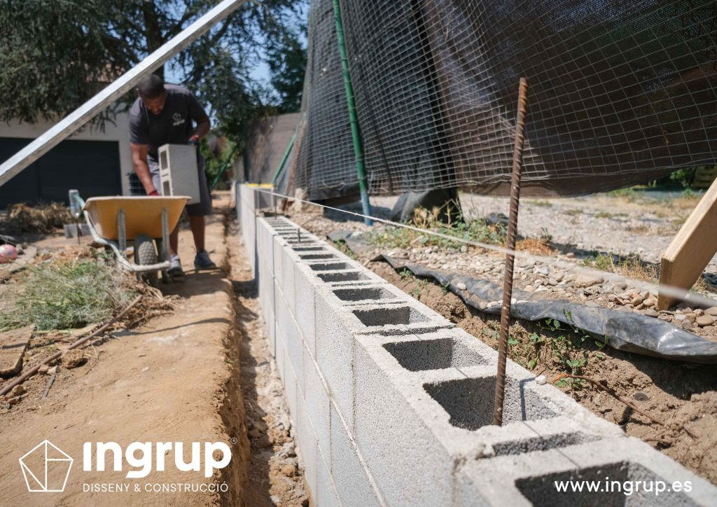 05 bloques construccion muro divisor vivienda particular obra reforma ingrup estudio diseno construccion retail granollers barcelona
