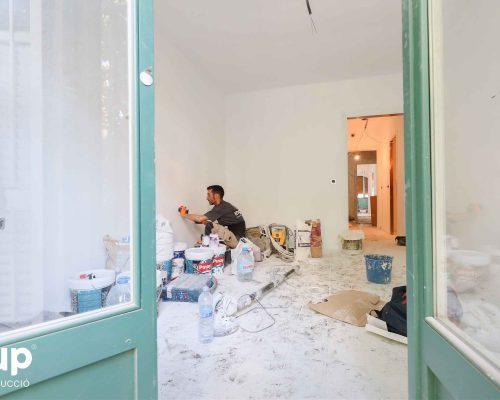 05 instalacion electrica operario proceso obra reforma integral piso barcelona interiorismo ingrup estudio diseno construccion retail granollers barcelona