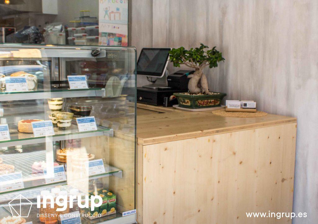 06 detalle mostrador vitrina mykoco diseño interiorismo obra reforma local comercial obrador japones dulces ingrup estudio diseno construccion retail granollers barcelona