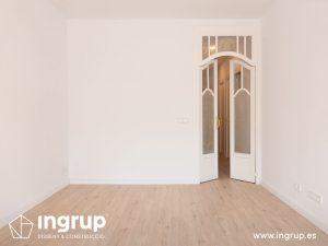 14 despues comedor puertas pintura integral proceso obra reforma integral piso barcelona interiorismo ingrup estudio diseno construccion retail granollers barcelona